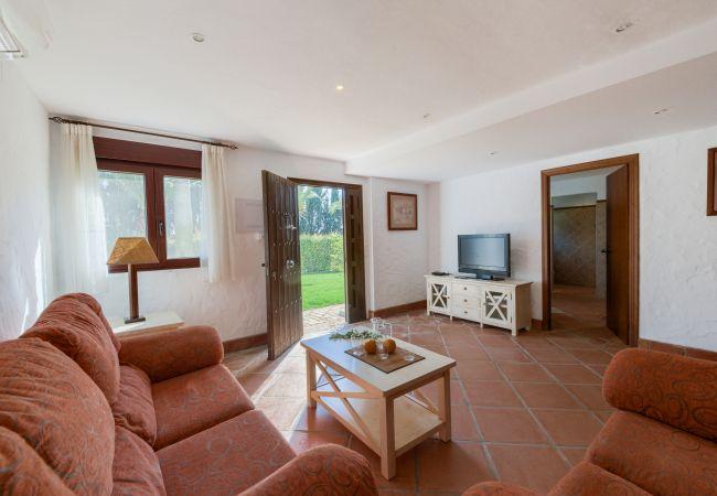 Salón del Apartamento Hierbabuena – Hacienda Roche Viejo (Conil)