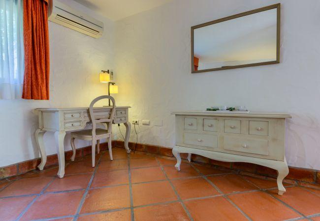 Tocador del Apartamento Hierbabuena – Hacienda Roche Viejo (Conil)