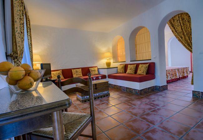 Salón comedor de Apartamentos planta alta – Hacienda Roche Viejo