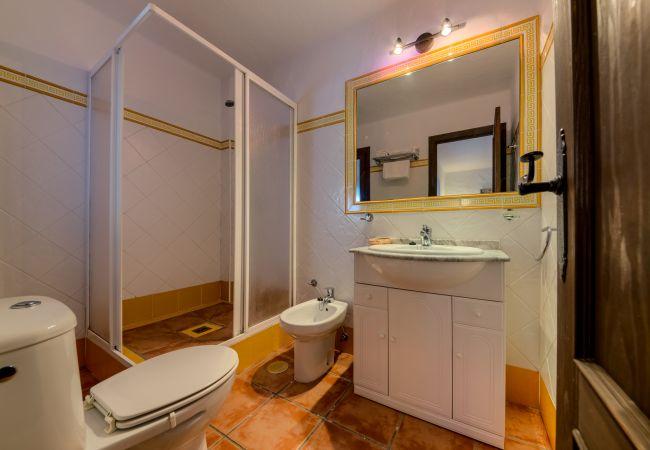 Baño de Apartamentos planta alta – Hacienda Roche Viejo (Conil)