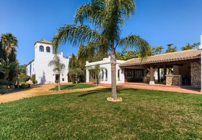 Fachada de Apartamentos planta alta – Hacienda Roche Viejo (Conil)