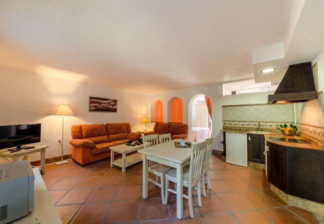 Salón comedor de Aptos Lavanda - Romero – Hacienda Roche Viejo (Conil)