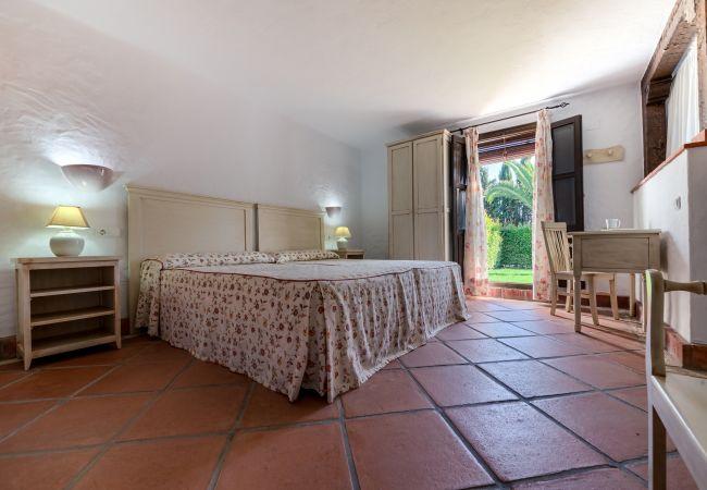 Dormitorio de Apartamentos Lavanda - Romero – Hacienda Roche Viejo