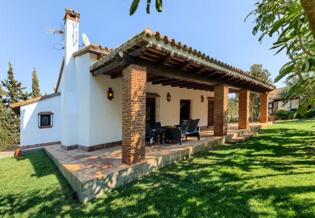Exterior de Casa El Olivo – Hacienda Roche Viejo (Conil)
