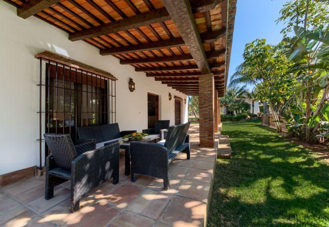 Terraza de Casa El Olivo – Hacienda Roche Viejo (Conil)