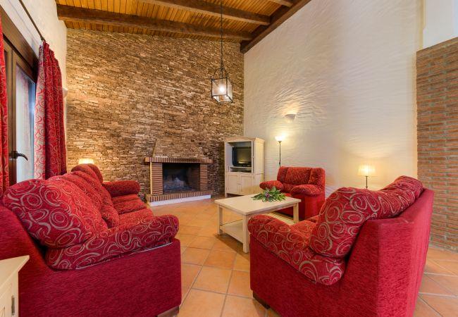 Salón de Casa El Olivo – Hacienda Roche Viejo (Conil)