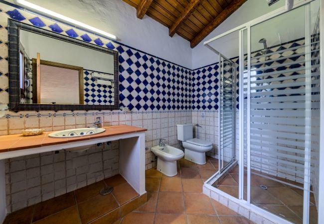 Baño de Casa El Olivo – Hacienda Roche Viejo (Conil)