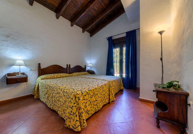 Dormitorio de Casas El Palmeral – Los Naranjos – Hacienda Roche Viejo