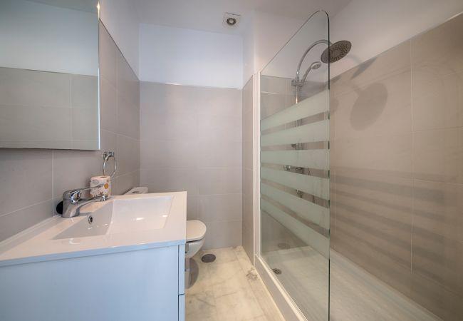 Baño de Apartamento Mercurio 2 – Villas Flamenco Rentals (Conil)